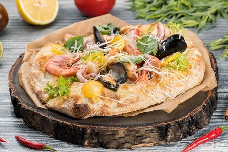 Пинса с морепродуктами Том-ям