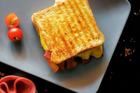 Тост Горячий турецкий сэндвич с говядиной