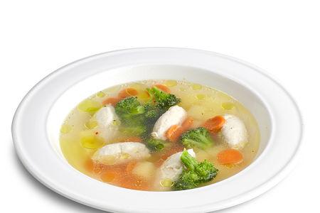 Суп с куриными кнелями и овощами