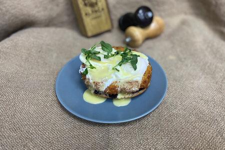 Яйцо Бенедикт с жареным сыром