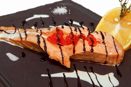 Стейк из лосося под соусом шампань