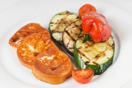 Жареный сыр Скаморца с овощами гриль