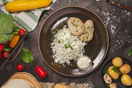 Котлеты из судака и трески паровые, подаются с рисом Басмати