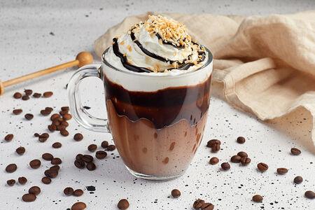 Кофе Мокко с миндалём и жареным кокосом