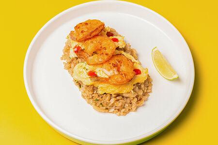 Азиатский рис с креветкой и скрэмблом