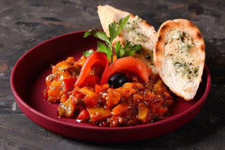 Марокканская закуска из печеного перца и помидоров