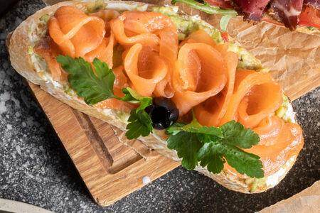 Брускетты с семгой и творожным сыром