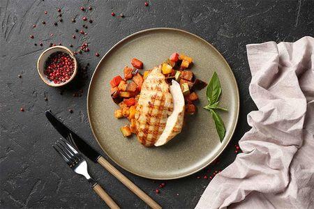 Куриное филе на гриле с овощным рататуем