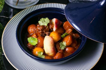 Массаман-карри с ягненком и персиком