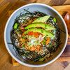 Фото к позиции меню Донбури с лососем и авокадо