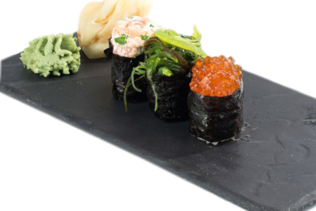 Дункан-сет с копченым лососем, водорослями и икрой лосося