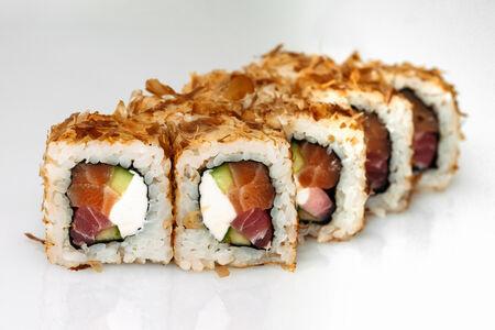 Ролл Бонито с тунцом и лососем