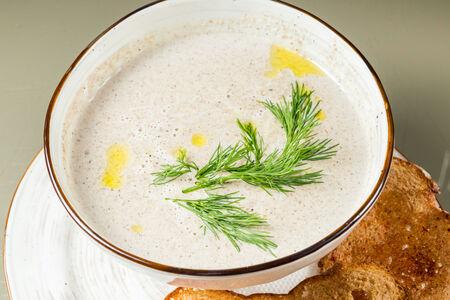 Крем-суп из шампиньонов с трюфельным маслом