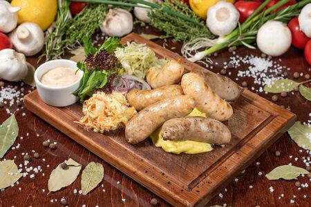 Ассорти фирменных колбасок на троих