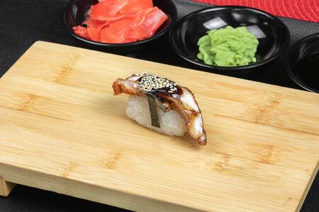 Суши с копчёным угрем