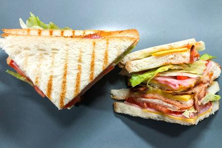 Сэндвич с курицей и ветчиной