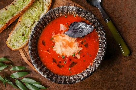 Томатный суп с пармезаном