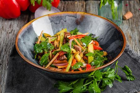 Гриль салат с индейкой