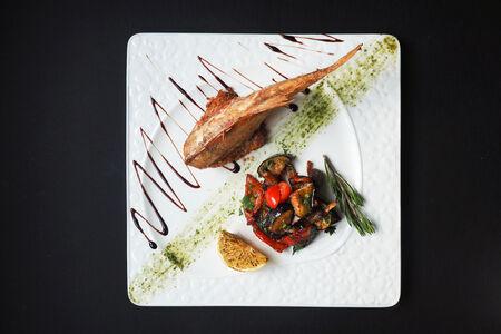Морской окунь с овощным гарниром