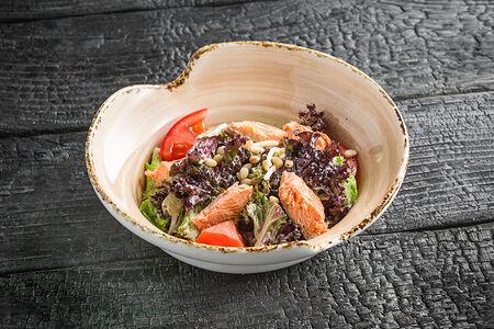 Салат с форелью горячего копчения