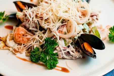 Салат с морепродуктами и грейпфрутом