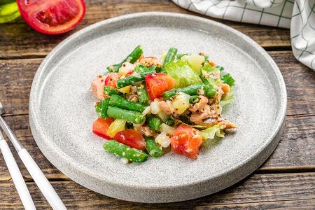 Салат Зеленый с копченой горбушей