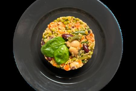 Салат овощной с фасолью и киноа