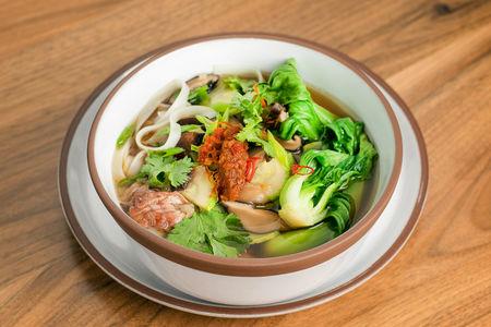 Суп с уткой и рисовой лапшой