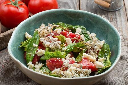 Салат из томатов с сыром гуда