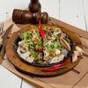 Фото к позиции меню Салат с курицей и соусом фета
