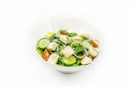 Салат со щавелем и имеретинским сыром