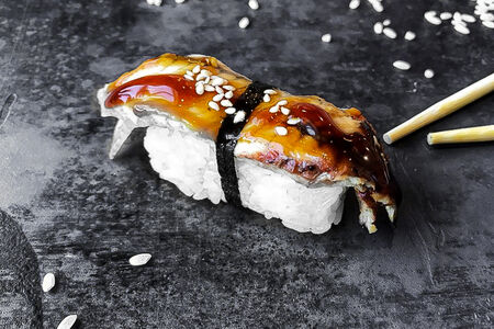 Суши с угрём