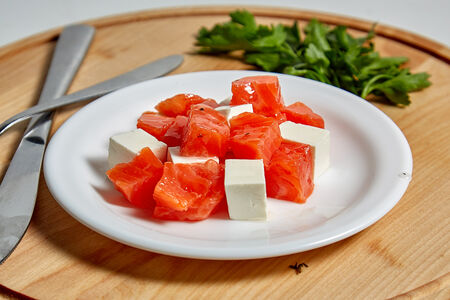 Салат Кета с сыром фета