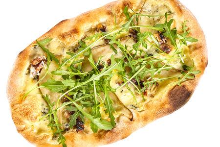 Пицца с грушей и сыром Монт Блю