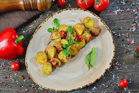Картофель в кожуре с итальянскими травами