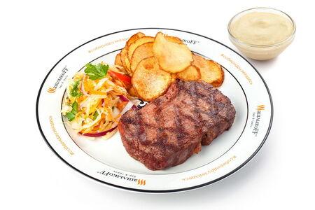 Стейк из говядины мраморный жареный картофель