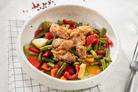 Курица с овощами в соусе сладкий чили