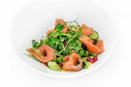 Салат с картофелем и лососем