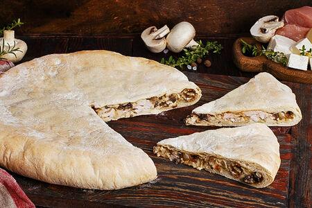 Пирог осетинский с курицей, грибами и сыром