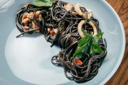 Черная паста с морепродуктами