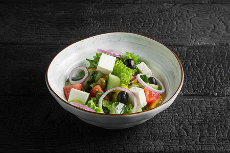 Салат Овощной с брынзой и оливками