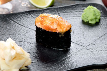Суши запеченные краб