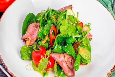 Тайский салат с ростбифом