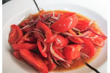 Салат из сладких помидоров