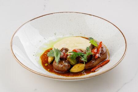 Язычки ягненка с запеченными овощами и картофельным кремом