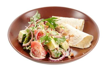 Салат овощной с ореховым соусом по-грузински