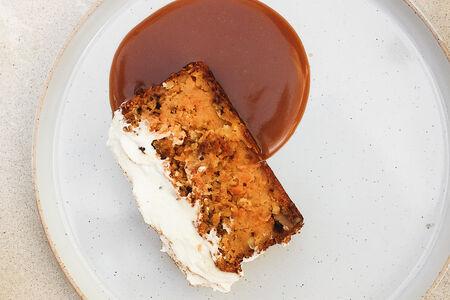 Морковный кекс с соленой карамелью