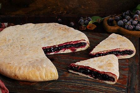 Пирог осетинский со смородиной