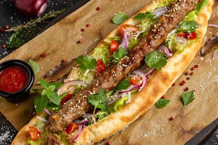 Кебаб с овощным салатом