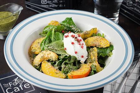 Салат со шпинатом и сезонным фруктом